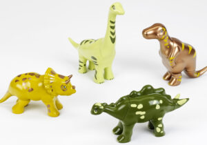 Early Steps Magnetic-Dinosaurs-Puzzle, 4 Dinosaurs: with Triceratops, Stegosaurus, T-Rex & Brachiosaurus  Funny combinations possible thanks to magnets. Encourages development of children's knowledge, creativity, fantasy and motor skills. Compatible with our other magnetic animal puzzles. Suitable for children 1 year+