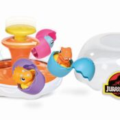 Spin & Hatch Dino Eggs includes 5 baby dinos in eggs. Place the eggs inside the incubator, pushing the centre pillar to spin them. Spin faster and faster to see all the eggs fly out of the incubator and hatch!