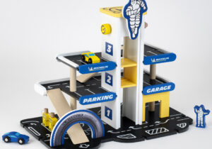 Michelin Wooden Carpark with 3 levels, in original Michelin design: numerous play options thanks to elevator, fuel pumps, drop-offs, parking areas, helicopter landing pad and 2 included wooden cars. Compatible with other standard wooden lanes available on the market
