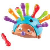 Build fine motor skills with chunky, peg-shaped pieces that fit to the back of this friendly hedgehog. Colourful quills help children build colour recognition, sorting, and counting skills through fine motor skill games.