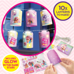 Light up your room with Barbie Fairy Lanterns Kit! With a string of 10x LED lights you make the colourful lanterns, then customise with colourful stickers and glowing stars for a magical cosy effect!