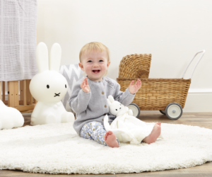 This beautiful Simply Miffy Comfort Blanket featuring Dick Bruna's white bunny captures Miffy in her purest form and is both a soothing comforter and cuddly toy. Created from the softest white fabric with textures to encourage sensory exploration.
