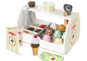 Scoop up some treats with this 20-piece pretend play ice-cream counter! The wooden table top counter holds eight wooden scoops of different-flavoured ice-cream, six toppings, two cones, a plastic cup, an ice-cream scoop and a wooden spoon.