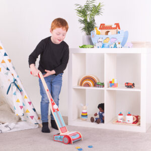 This Upright Hoover comes with 6 magnetic pieces that little ones can 'hoover up' for realistic pretend play. Suitable from 3 years + Book includes sorting games, information about different elements & 2 sheets of magnets to help aid the learning process.