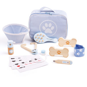 This handy Vet's Set has everything young vetinarians need to nurse sick teddies or poorly animals back to health. This extensive pretend play set comes completely plastic free in an easy to store carry bag!