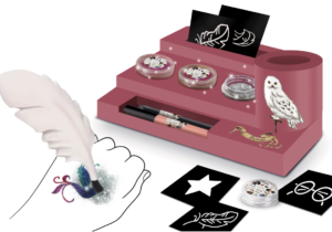 A customised station to store stencils, glitter, plastic brush and other components to create fantastic glitter tattoos. Plastic tattoo feather with a small brush to apply the magic powder to the blank area of the stencil