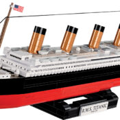 R.M.S. Titanic Historical Collection 1:450 scale model