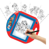 A drawing projector to learn how to draw your favourite heroes! This Paw Patrol drawing projector stimulate the child creativity in a fun way. Ten templates and four stamps are included to give your little artist the best experience.