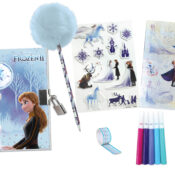A magical electronic secret diary with lights and many accessories, which will bring you at the heart of Frozen 2. Children can write down all their secrets in the diary with the pompom pen and keep them safe!