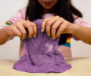 Smooshy Sand is an amazing kinetic magic sand. You can squeeze it, mould it, slice it, squish it and watch it move. Holds its shape and never dries out. Great for kid's sensory play and perfect for Early Years.
