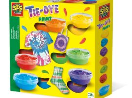 Steal the show with your own tie-dye creations! Roll, crumple or fold the items, fasten them and you are ready to paint. This set contains six different colours of textile paint.